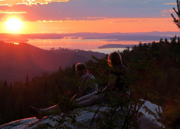 Image: People watching sunset in Koli National Park.