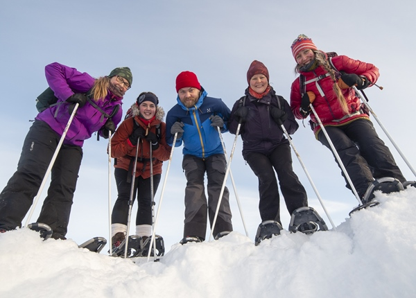 Image: Happy group on a snowshoe tour in Koli National Park.