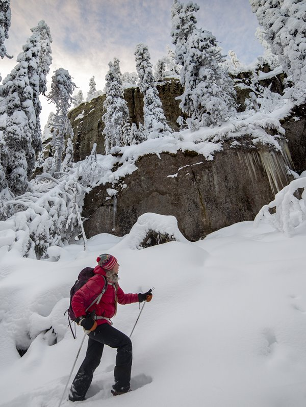 Image: On a snowshoe tour in the Gorge of Koli with an icefall on the background.
